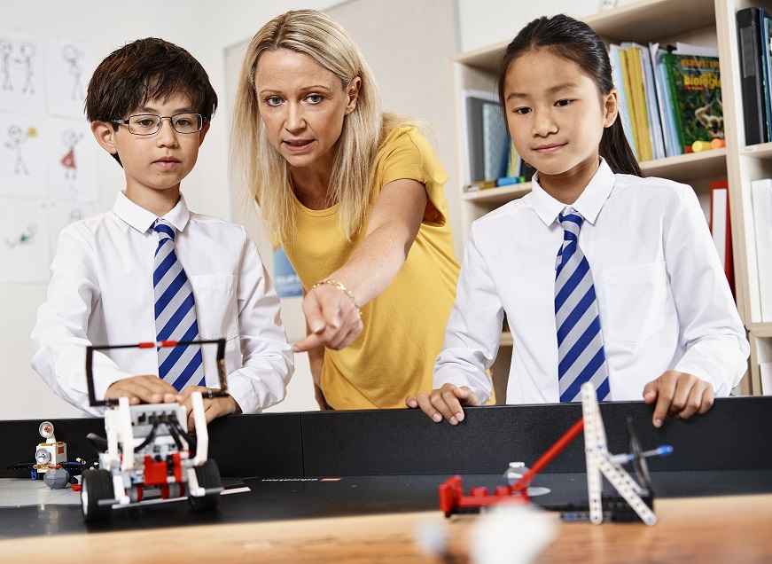 Why should robots be used in schools?